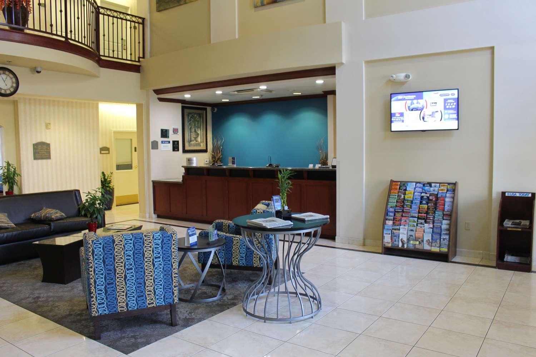 Lobby - Best Western Plus Lake Elsinore Inn & Suites