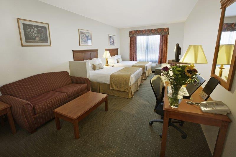 Room - Best Western Plus Lake Elsinore Inn & Suites