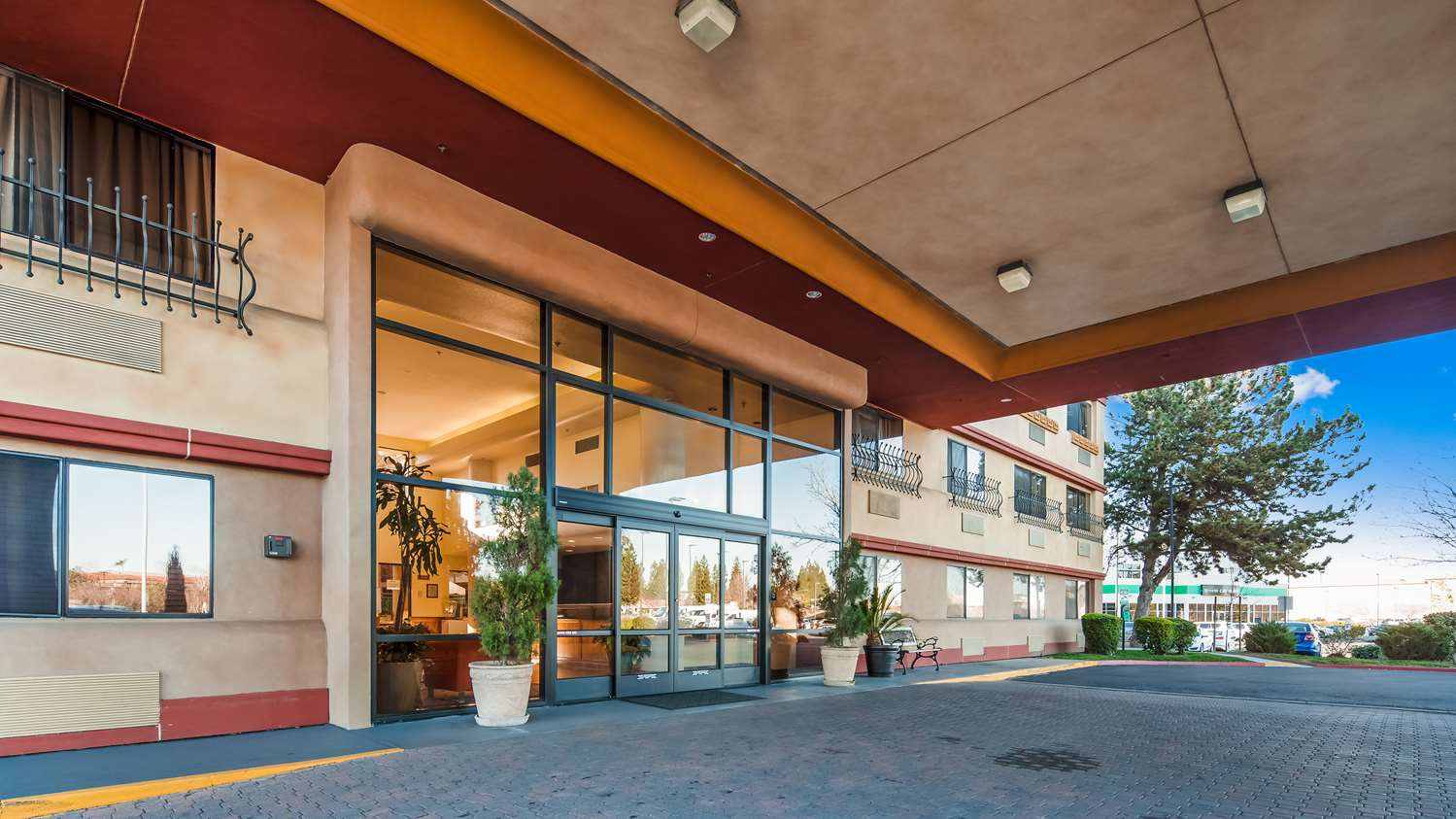 Exterior view - Best Western Plus Orchid Hotel & Suites Roseville