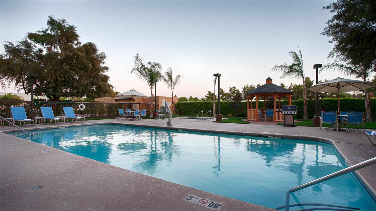 Pool - Best Western Plus Fresno Airport Hotel