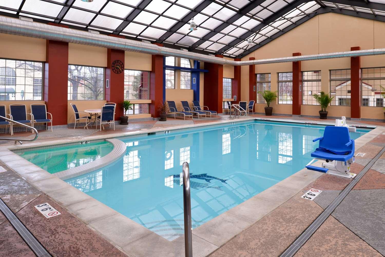 Pool - Best Western University Inn Fort Collins