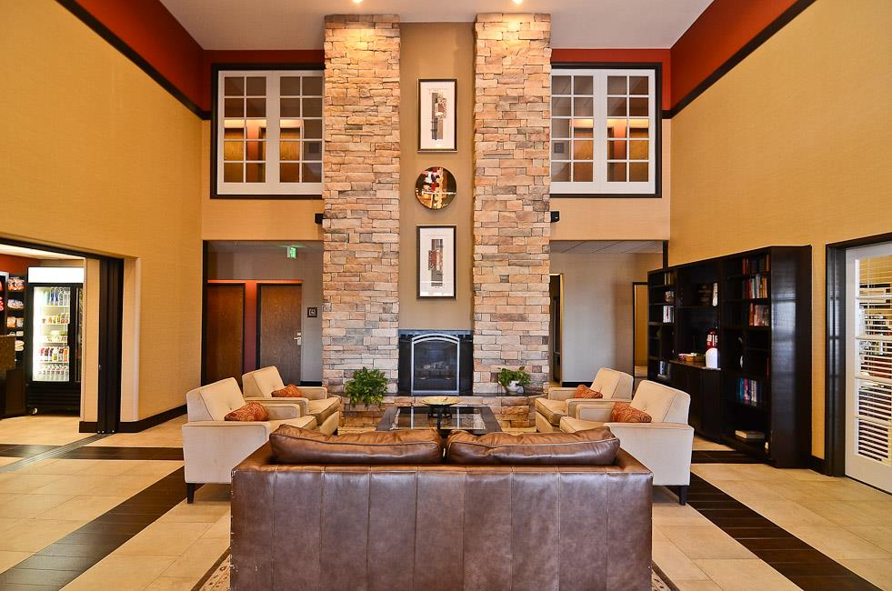 Lobby - Best Western Inn & Suites Castle Rock