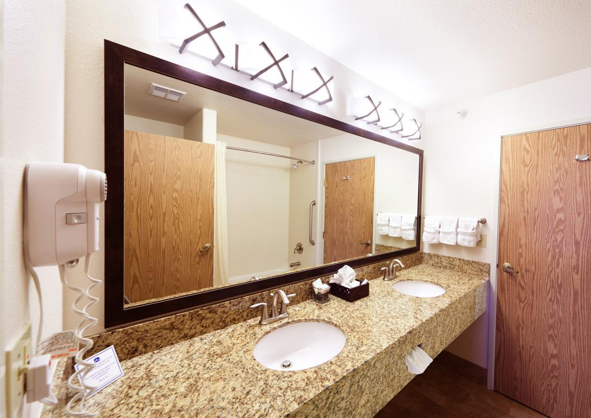 Room - Best Western Inn & Suites Castle Rock