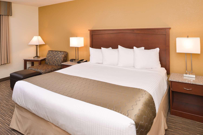 Room - Best Western Executive Inn & Suites Colorado Springs