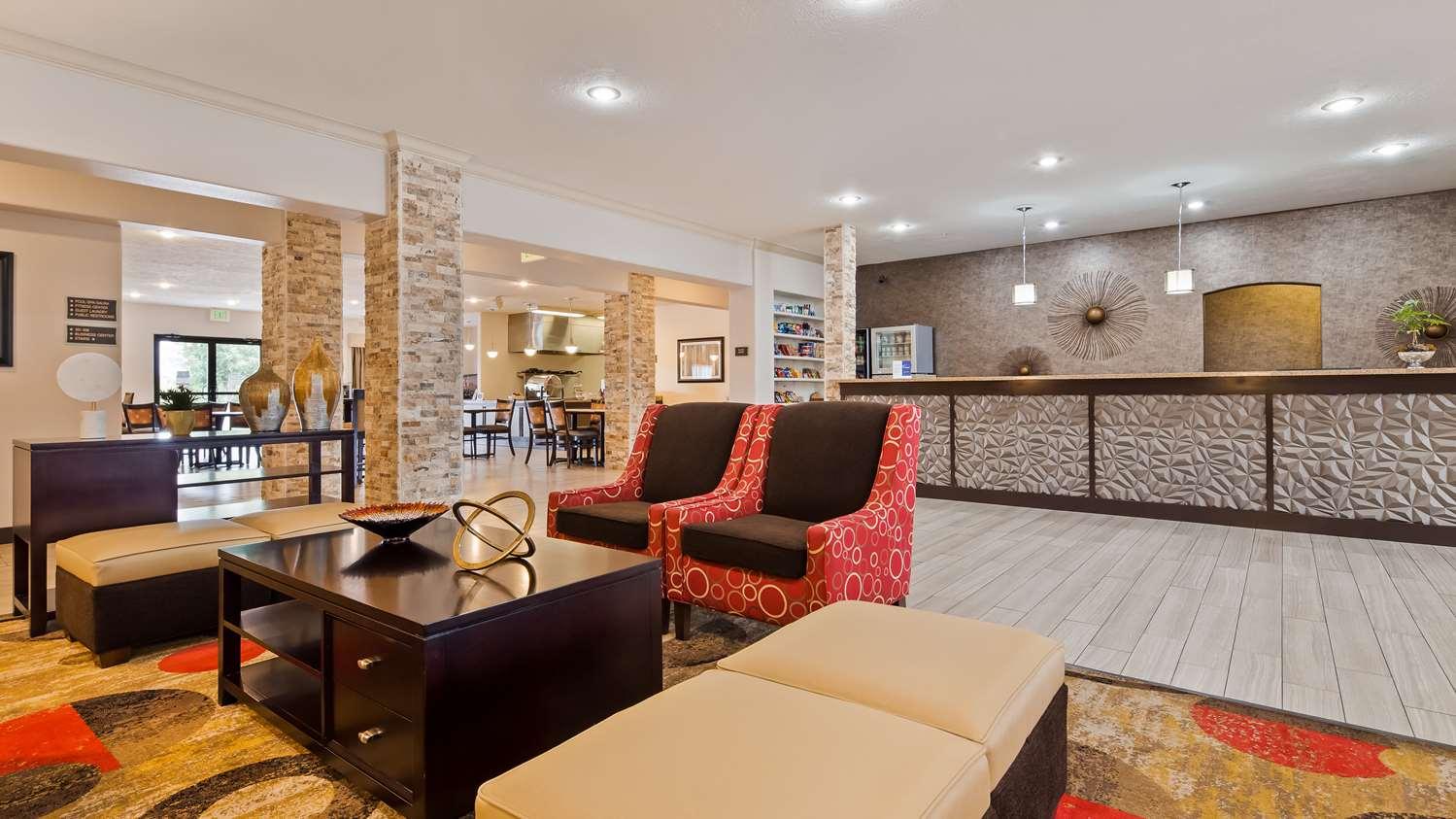 Lobby - Best Western Plus Eagleridge Inn & Suites Pueblo