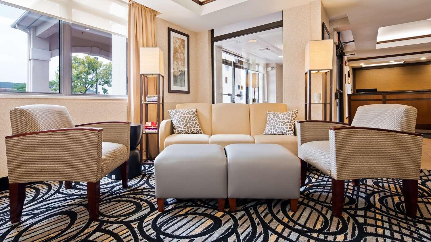 Lobby - Best Western Plus Louisville Inn & Suites