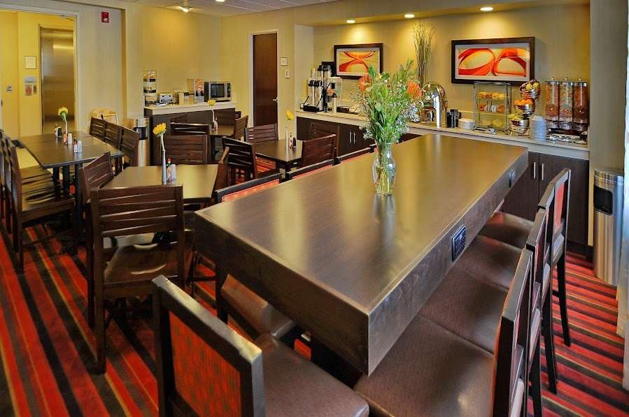 Restaurant - Best Western Plus International Airport Inn & Suites Denver