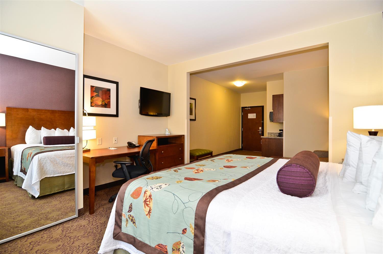 Suite - Best Western Plus Carousel Inn Burlington