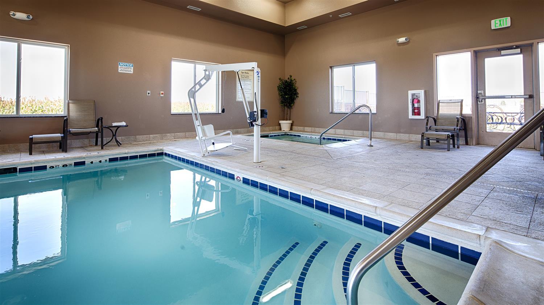 Pool - Best Western Plus Carousel Inn Burlington