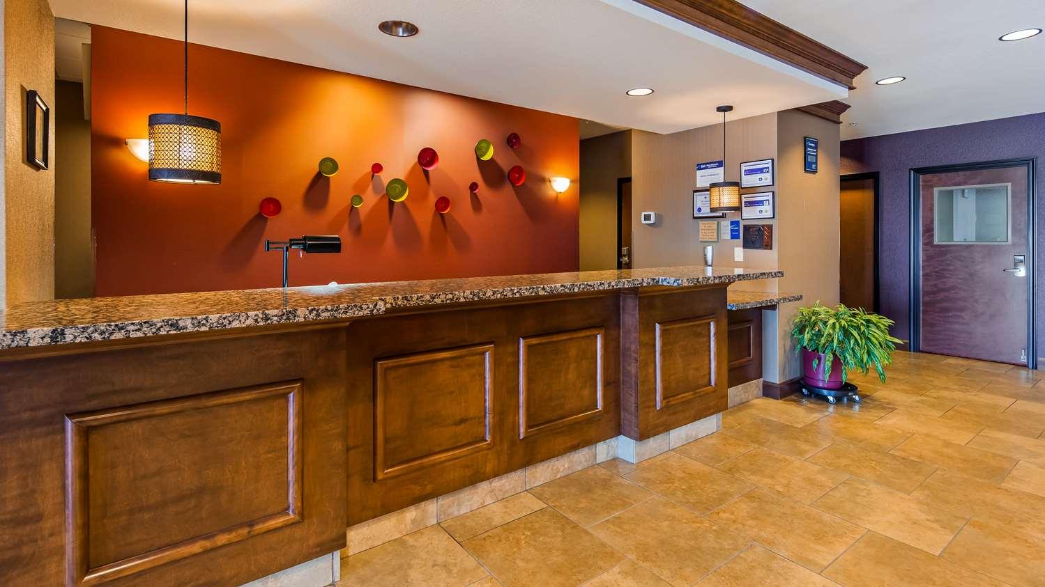 Lobby - Best Western Plus Carousel Inn Burlington