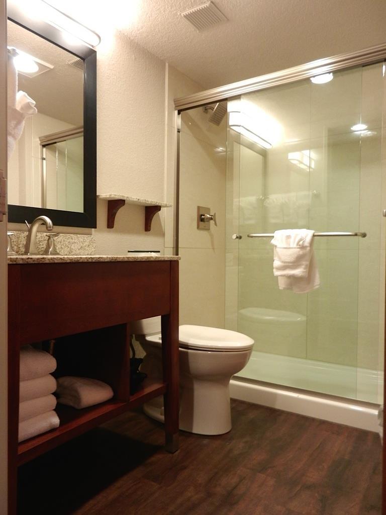 Room - Best Western Plus Peak Vista Hotel Colorado Springs