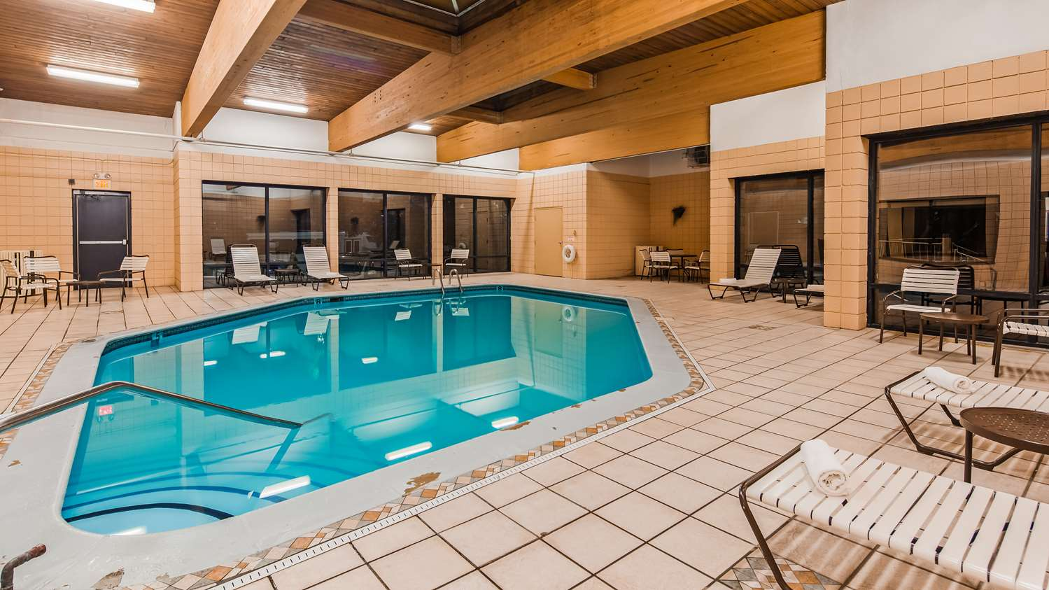 Pool - Best Western Executive Hotel West Haven