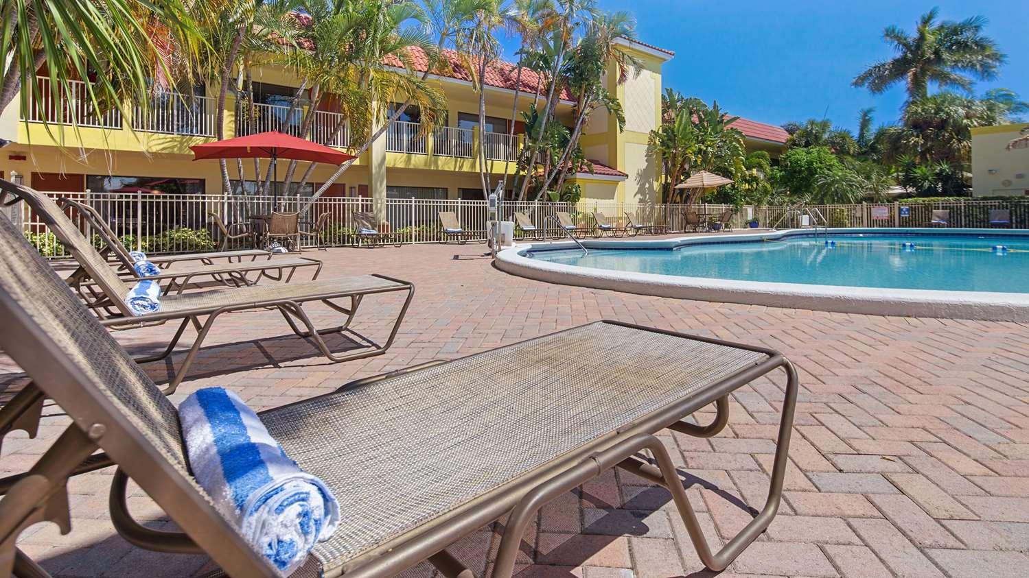 Pool - Best Western Plus University Inn Boca Raton