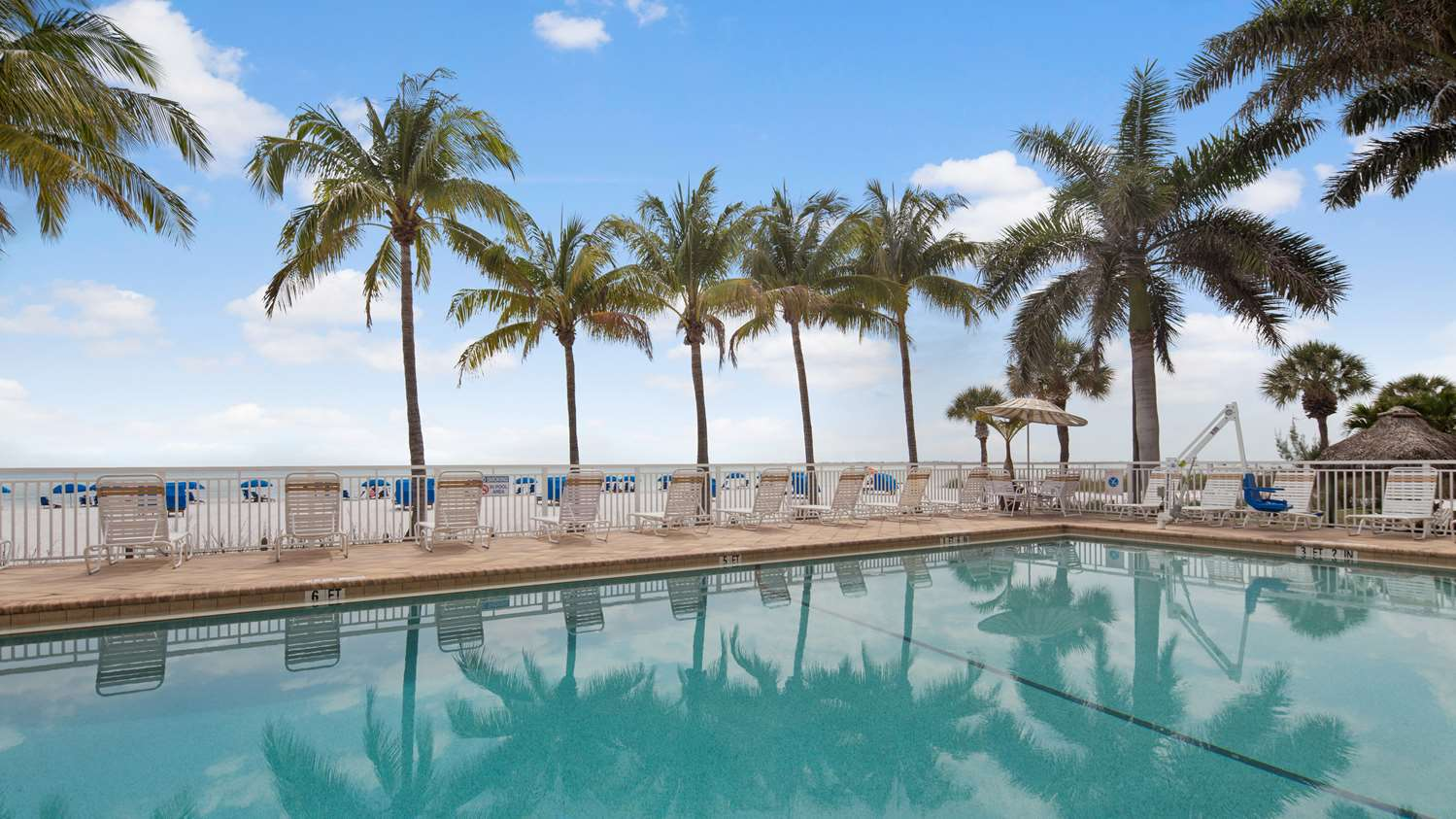 Pool Best Western Plus Beach Resort Fort Myers
