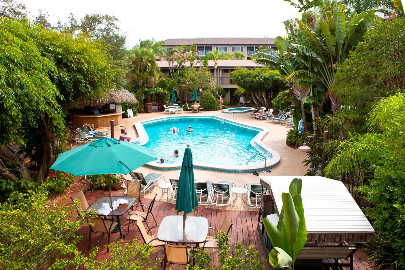 Pool - Best Western Inn & Suites Naples