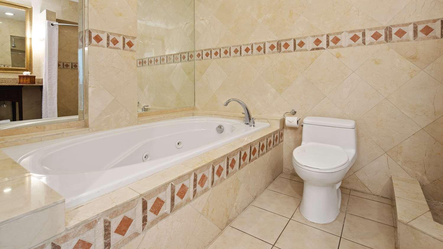 Suite - Best Western Plus Oceanside Inn Fort Lauderdale