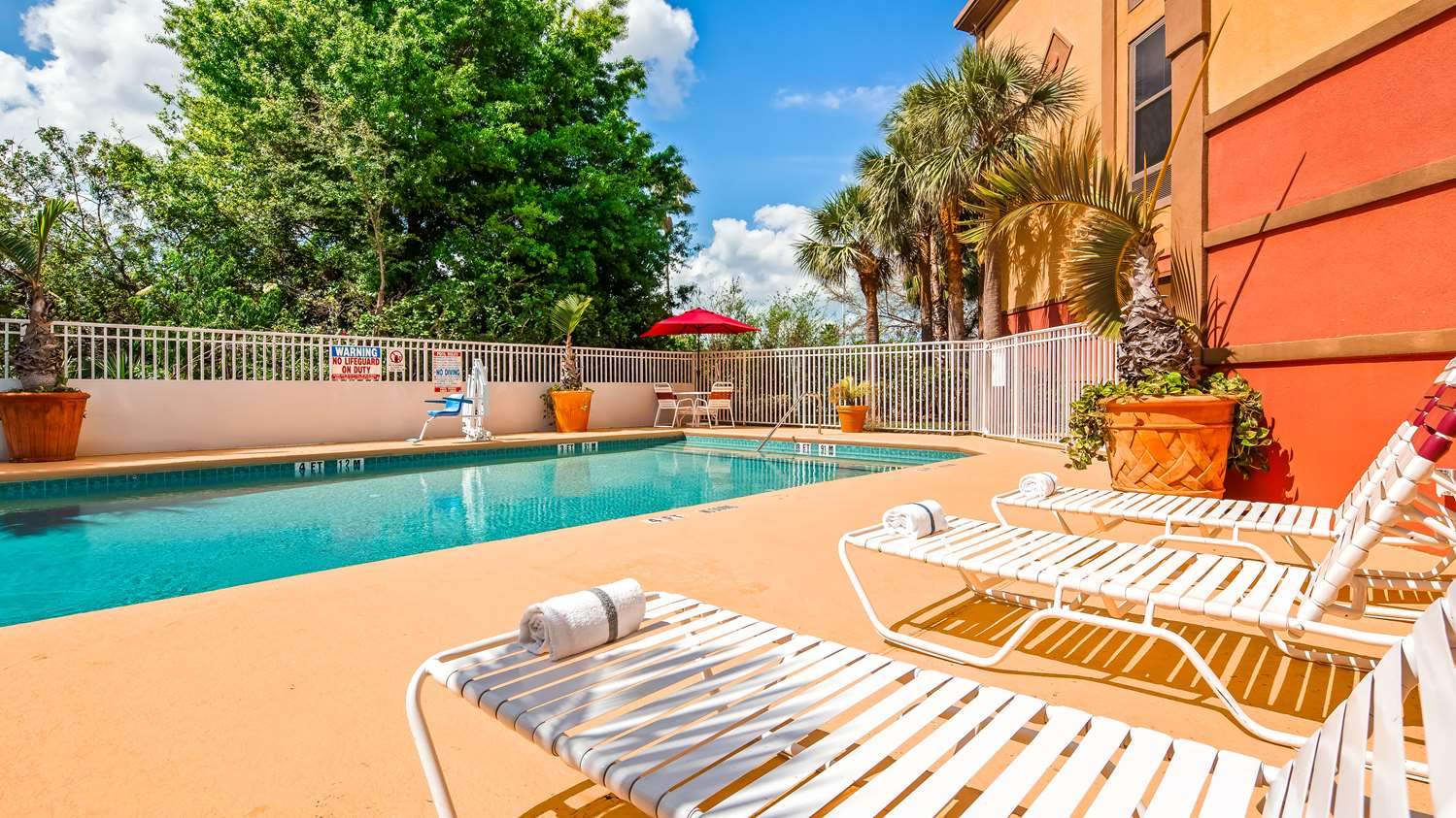 Pool - Best Western Plus Universal Inn Orlando