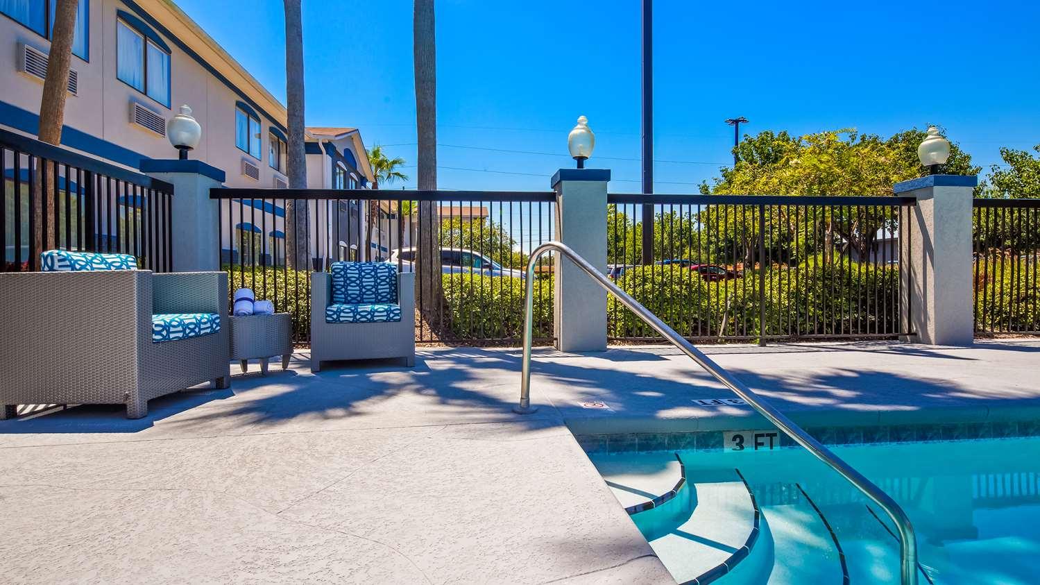 Pool - Best Western Mayport Inn & Suites Atlantic Beach