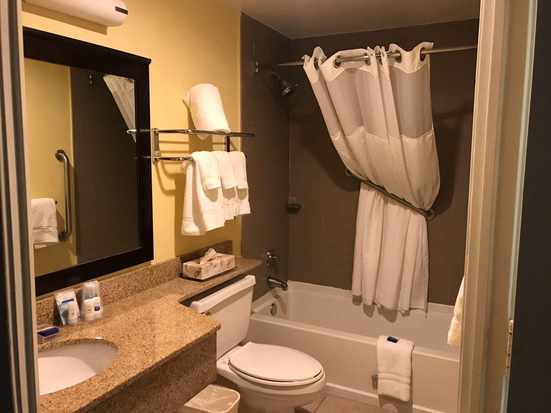Room - Best Western Plus Hotel & Suites Deerfield Beach