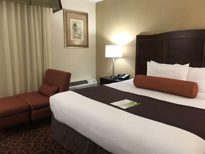 Room - Best Western Plus Windsor Inn North Miami