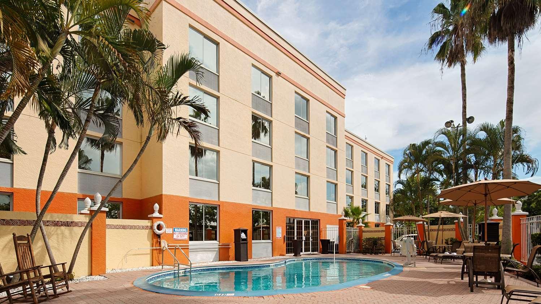 Pool Best Western Fort Myers Inn Suites