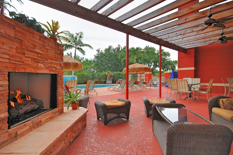 Pool - Best Western Plus Palm Beach Gardens Hotel & Suites