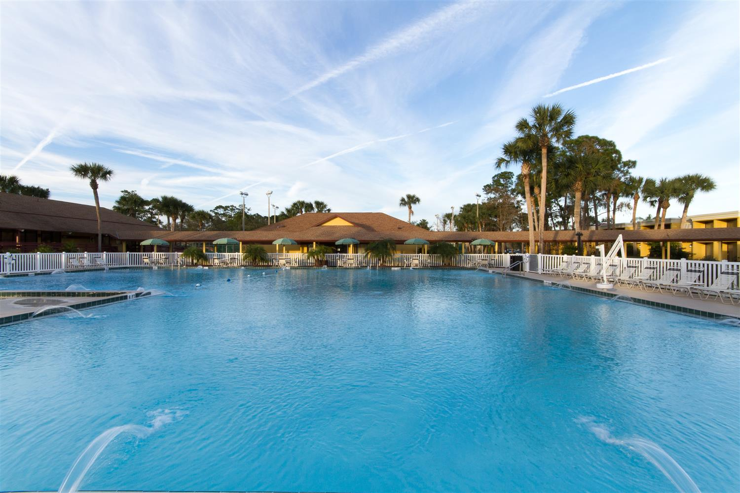Pool - Best Western Intl Speedway Hotel Daytona Beach