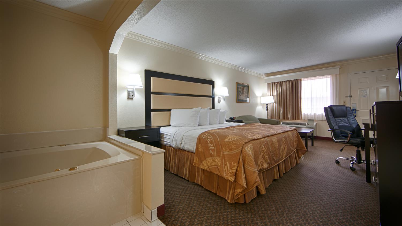 Room - Best Western Macon Inn & Suites