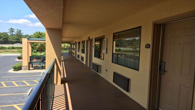 Exterior view - Best Western Macon Inn & Suites