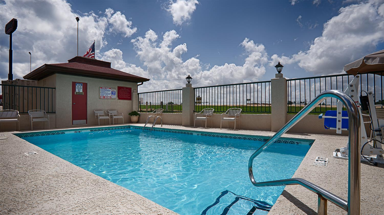 Pool - Best Western Ashburn Inn