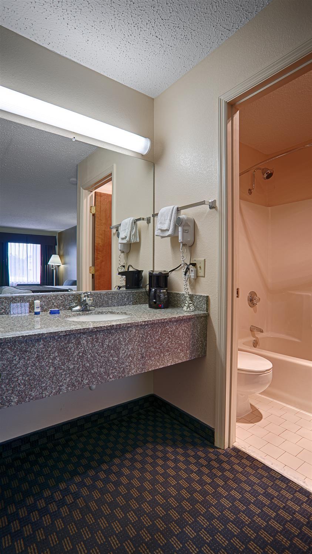 Room - Best Western Ashburn Inn