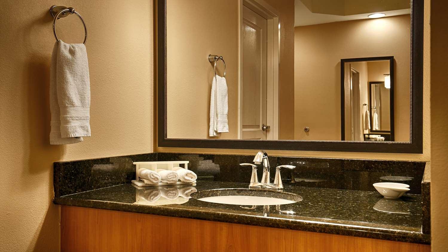 Room - Best Western Plus Kingsland Inn