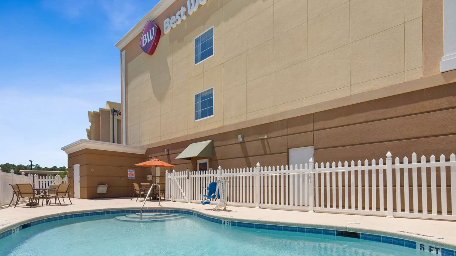 Pool - Best Western Plus Brunswick Inn & Suites