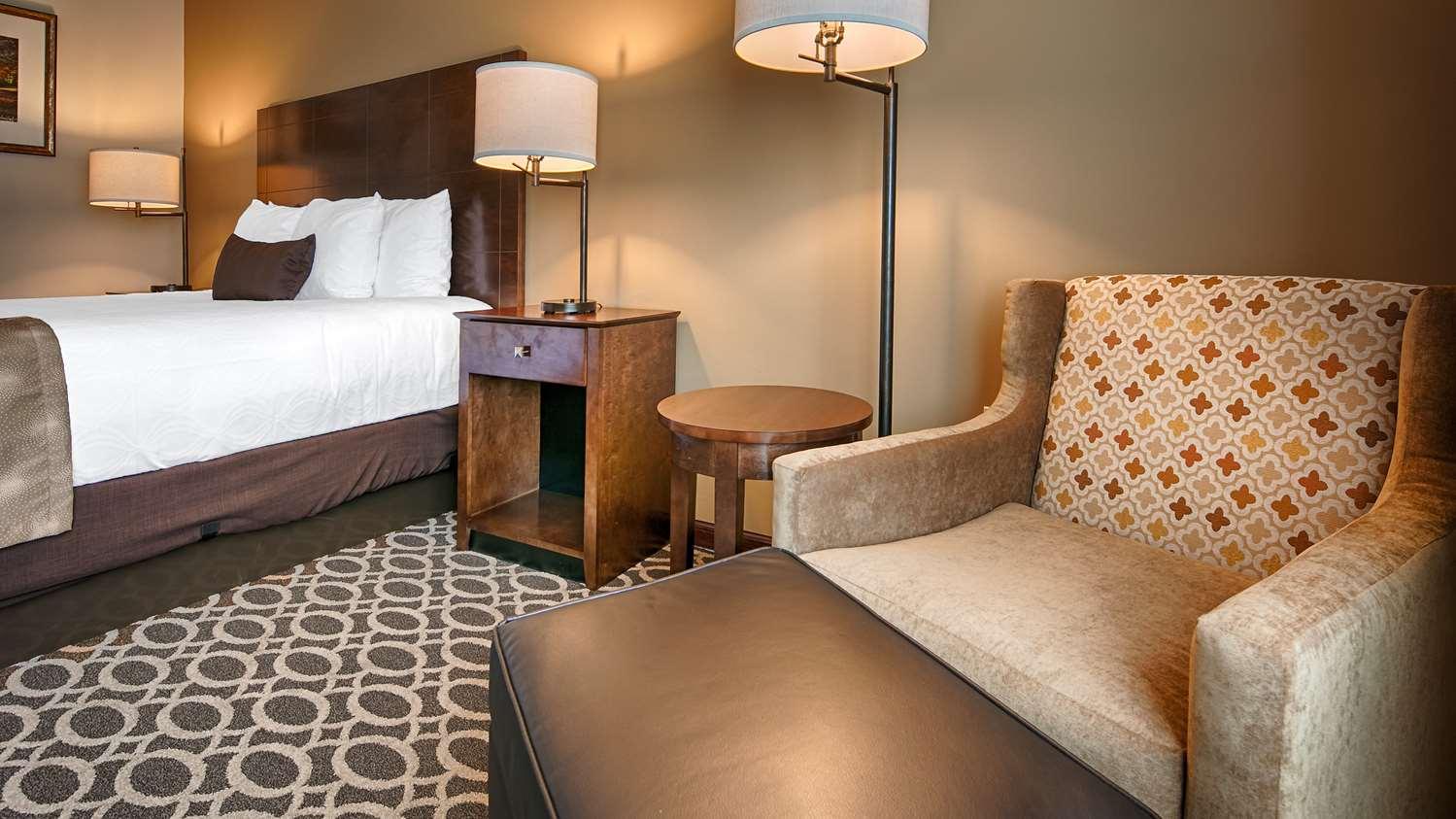 Best Western Paradise Inn Savoy, IL - See Discounts