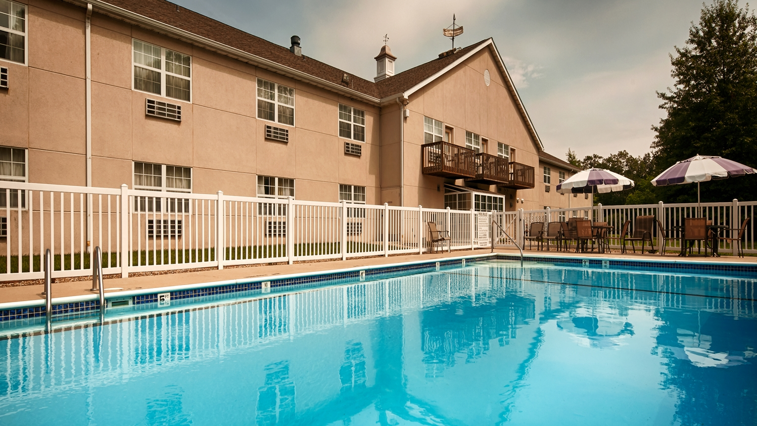 Best western reids inn chester il see discounts - Hotels in chester with swimming pool ...