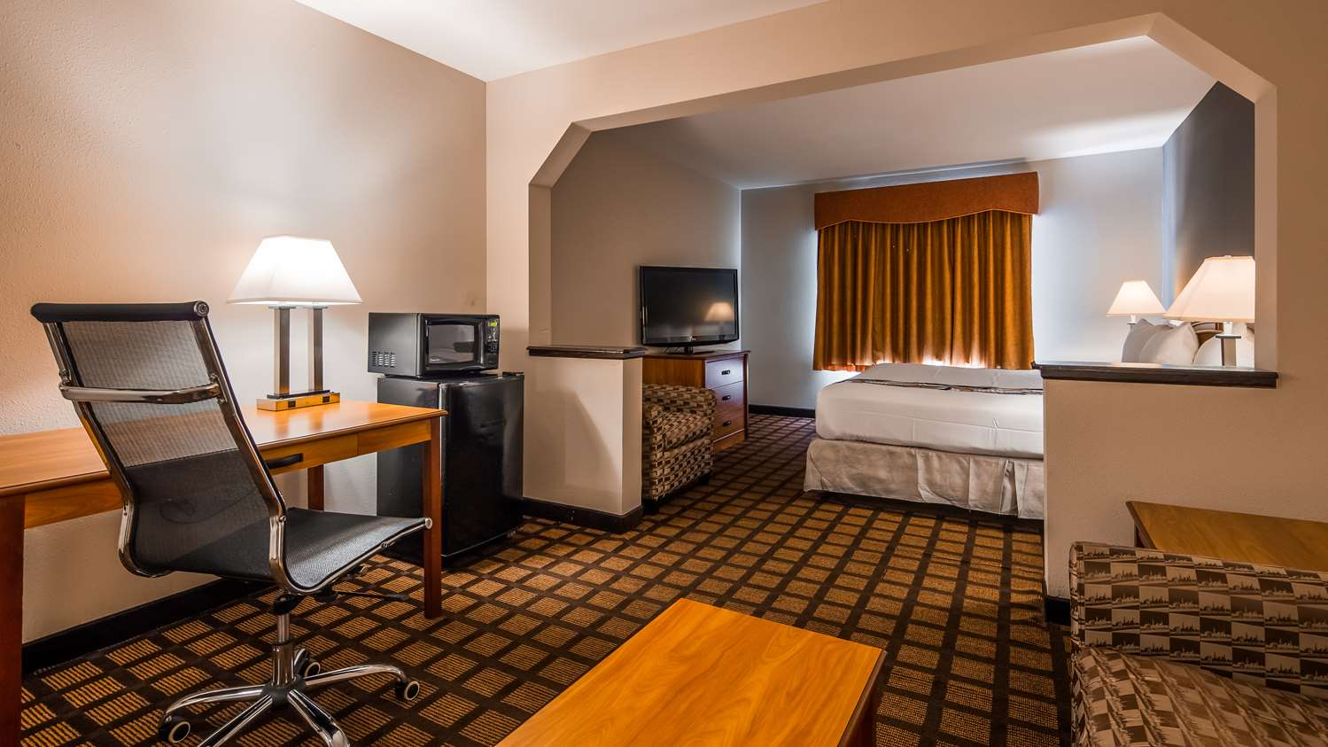 Room - Best Western Inn & Suites Midway Airport Burbank