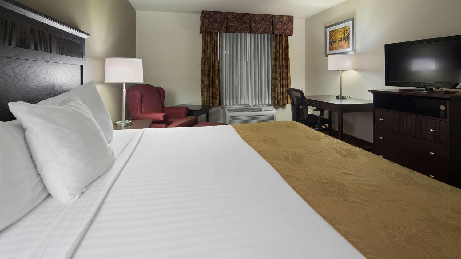Room - Best Western Legacy Inn & Suites South Beloit
