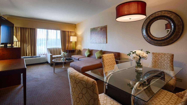 Suite - Best Western Plus Antioch Hotel & Suites