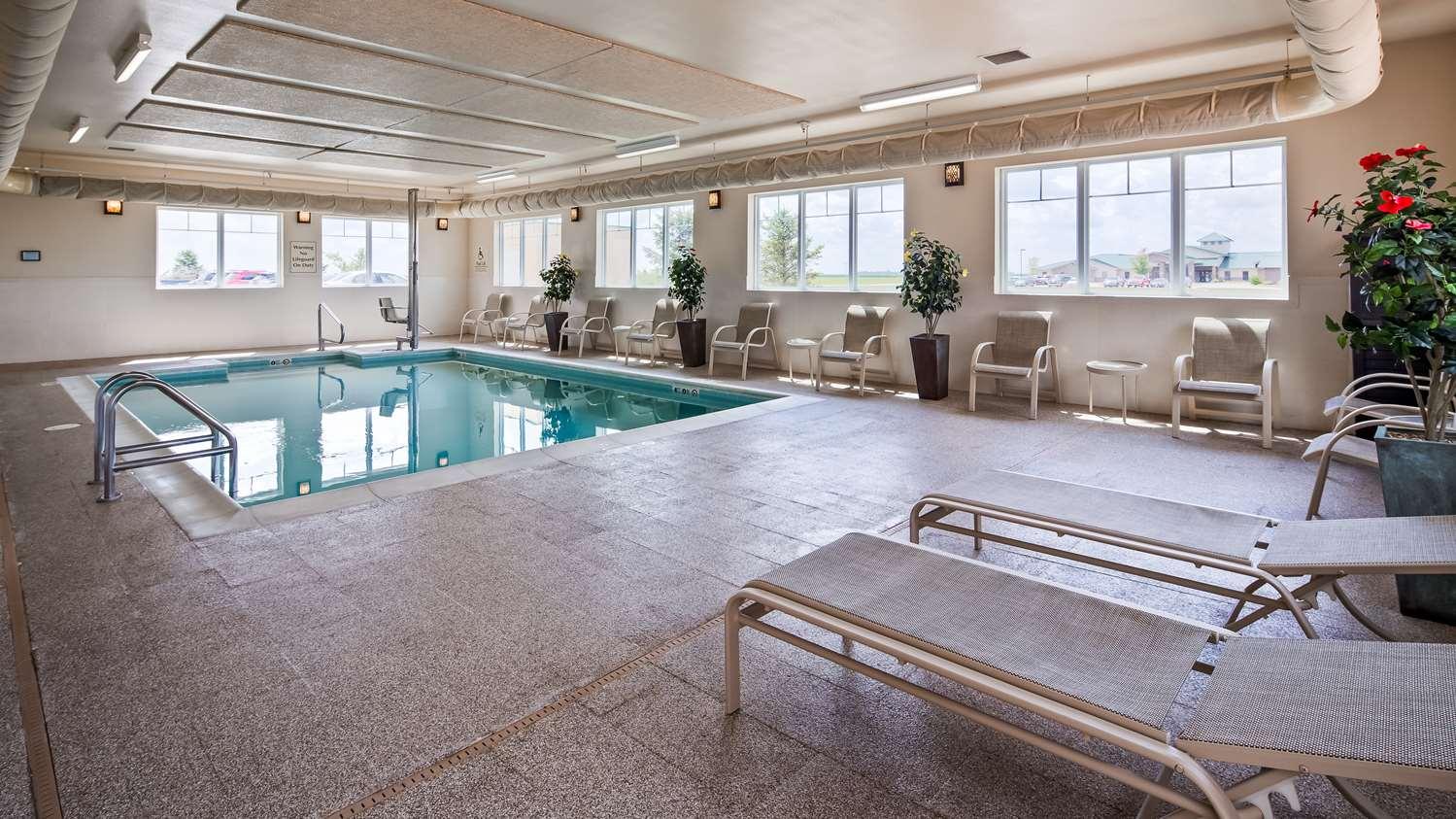 Pool - Best Western Plus Green Mill Village Inn Arcola