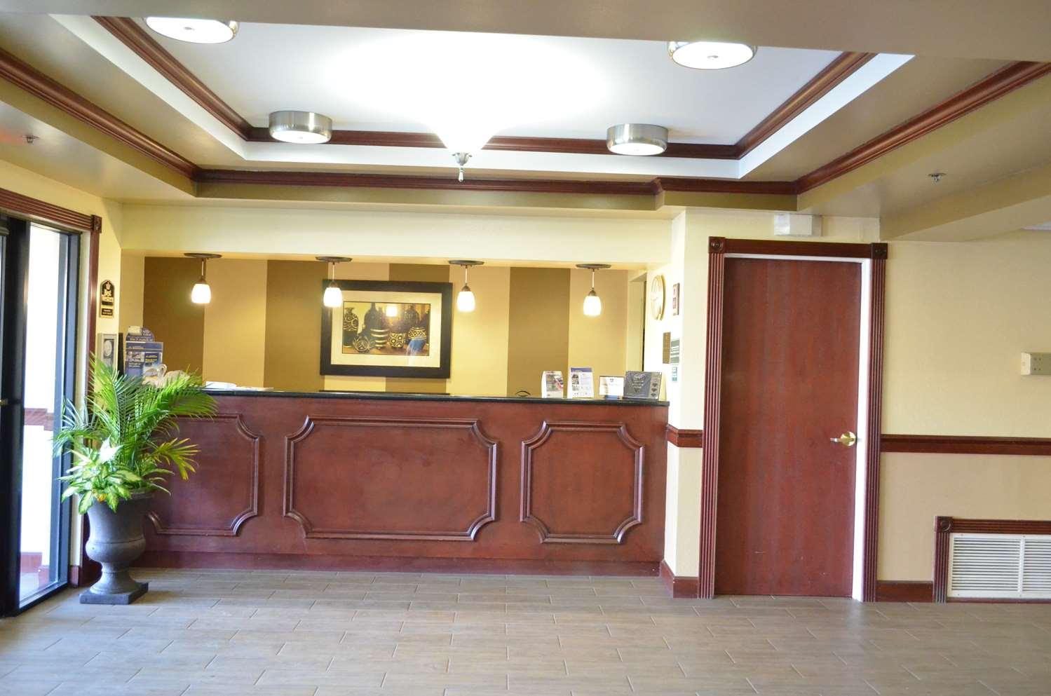 Lobby - Best Western Inn & Suites Airport Indianapolis