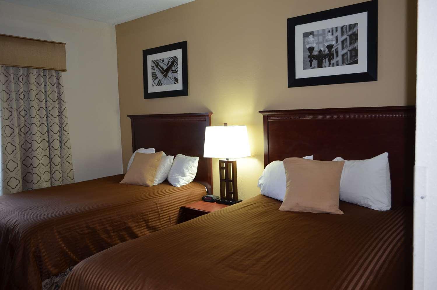 Room - Best Western Inn & Suites Airport Indianapolis