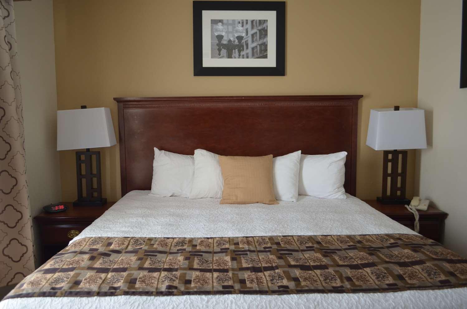 Suite - Best Western Inn & Suites Airport Indianapolis