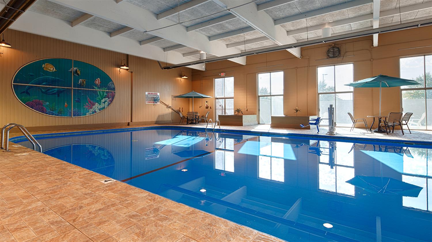 Pool - Best Western Crossroads Inn Council Bluffs