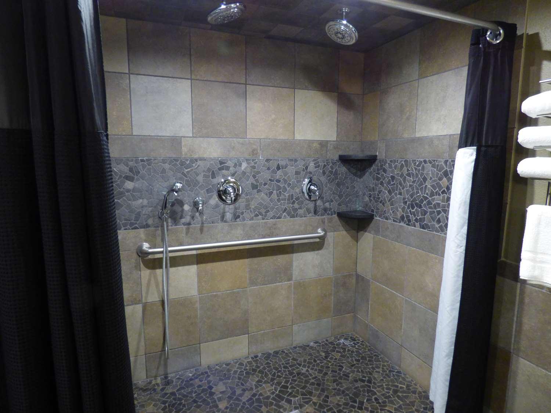 Suite - Best Western Plus Longbranch Inn Cedar Rapids