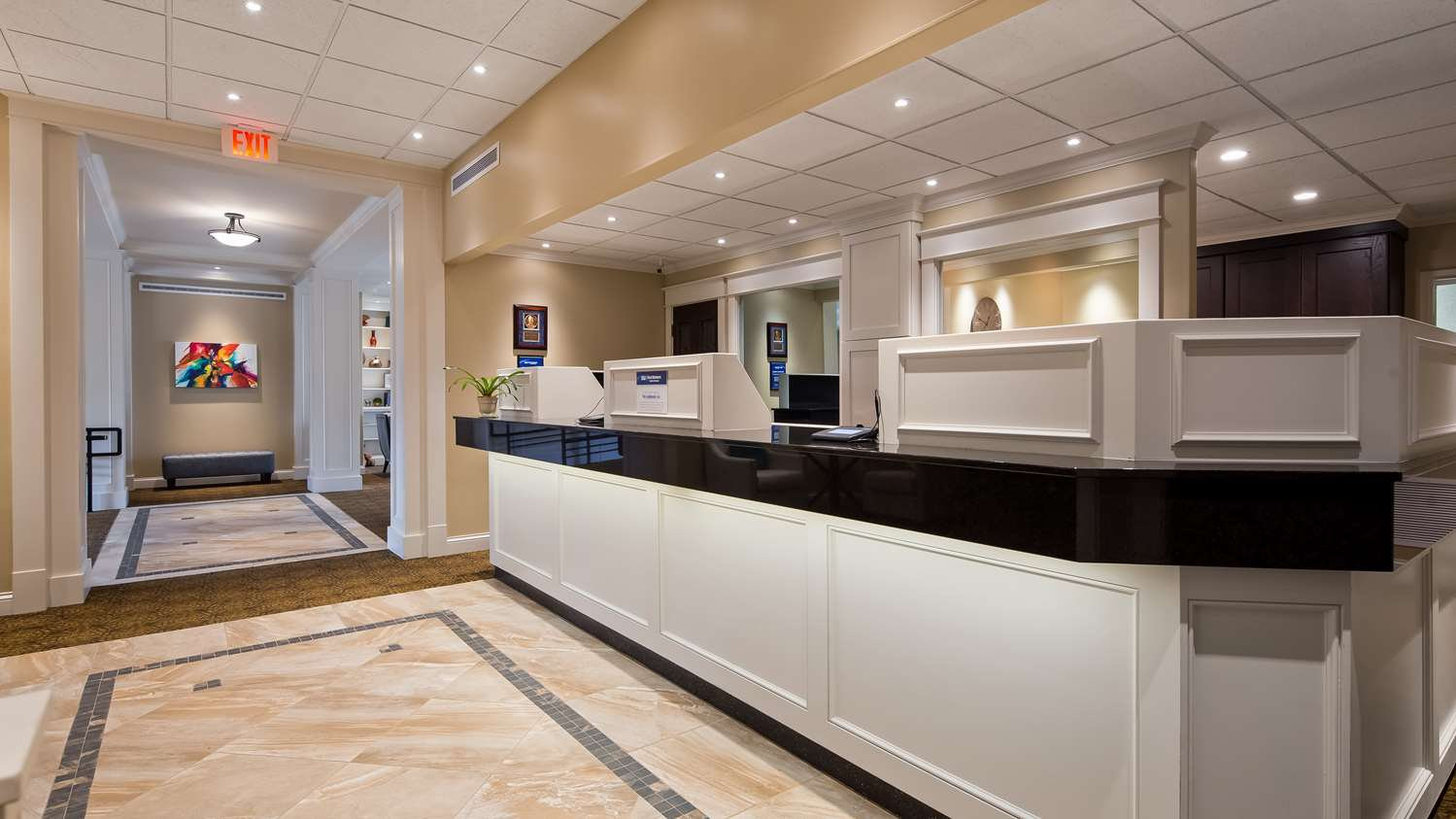 Lobby - Best Western Plus Longbranch Inn Cedar Rapids