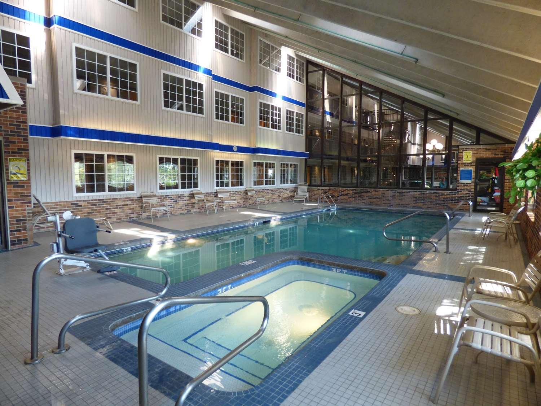 Pool - Best Western Plus Longbranch Inn Cedar Rapids