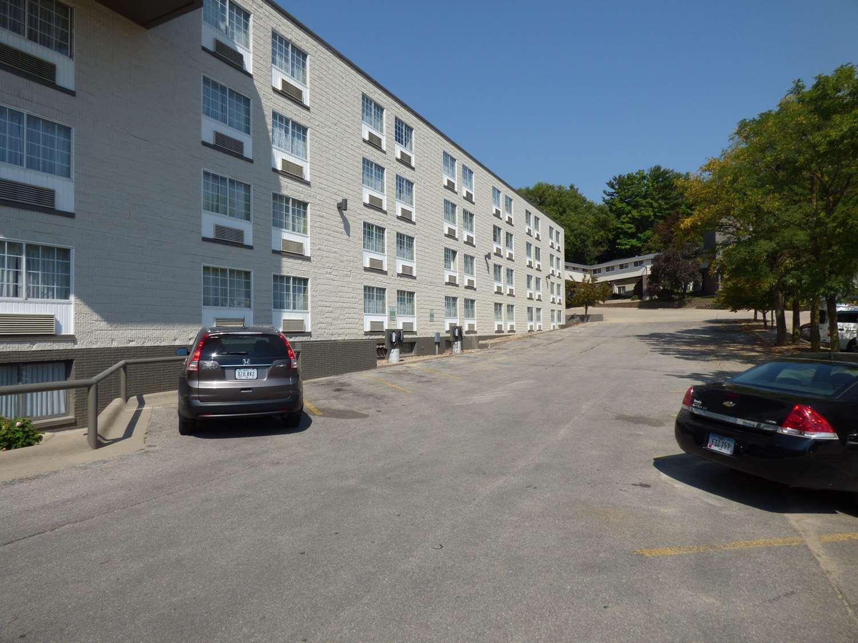 Exterior view - Best Western Plus Longbranch Inn Cedar Rapids