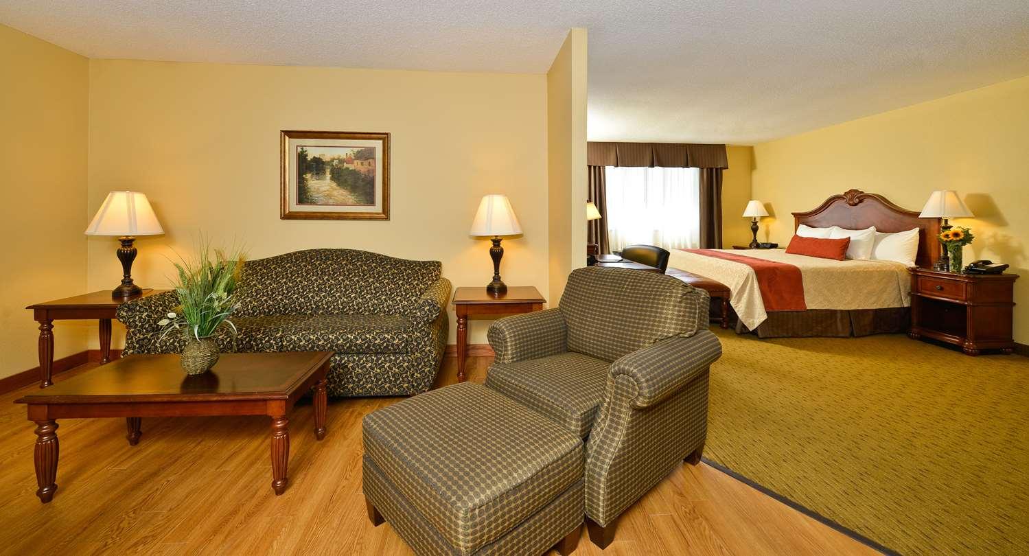 Suite - Best Western Plus Dubuque Hotel & Conference Center
