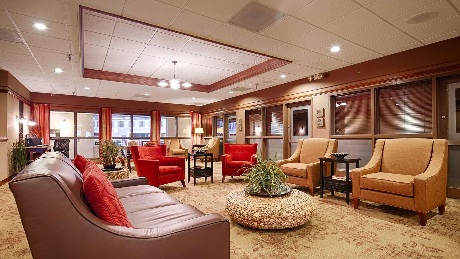 Lobby - Best Western Plus Steeplegate Inn Davenport