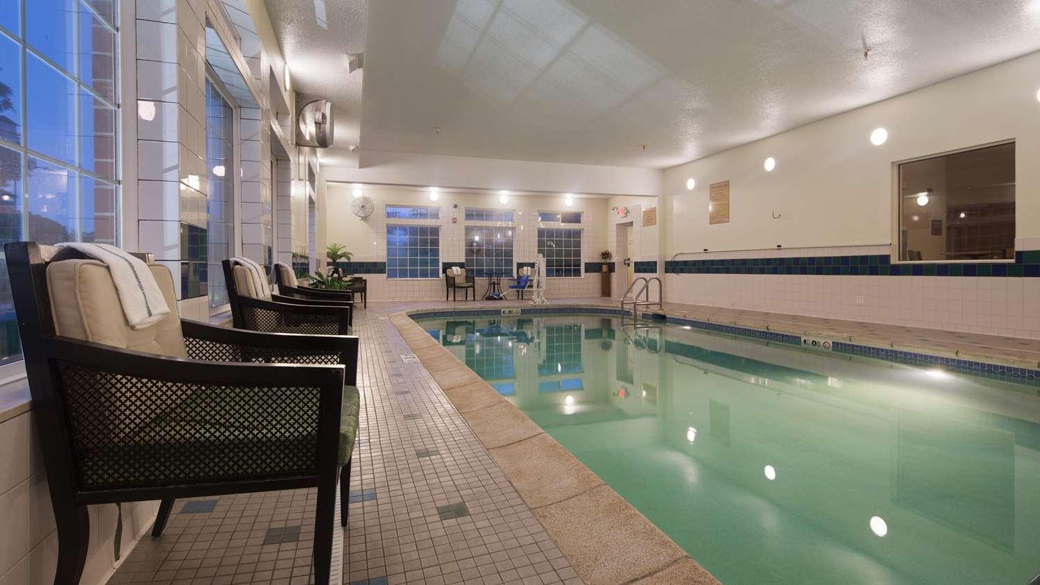 Pool - Best Western Plus Inn & Suites Clive